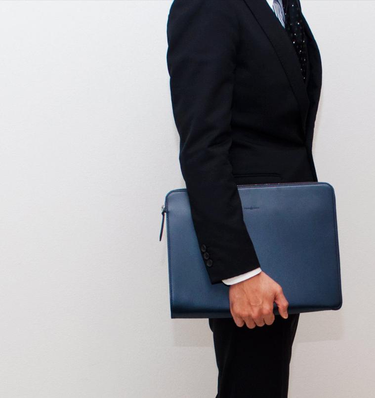 決定版 ビジネスシーン、会議で使える!スーツに似合う【レザークラッチバッグ】
