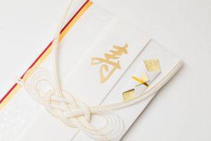 【結婚式】<br>結婚おめでとう!<br>ご祝儀袋をスマートに渡せるクラッチバッグ3選